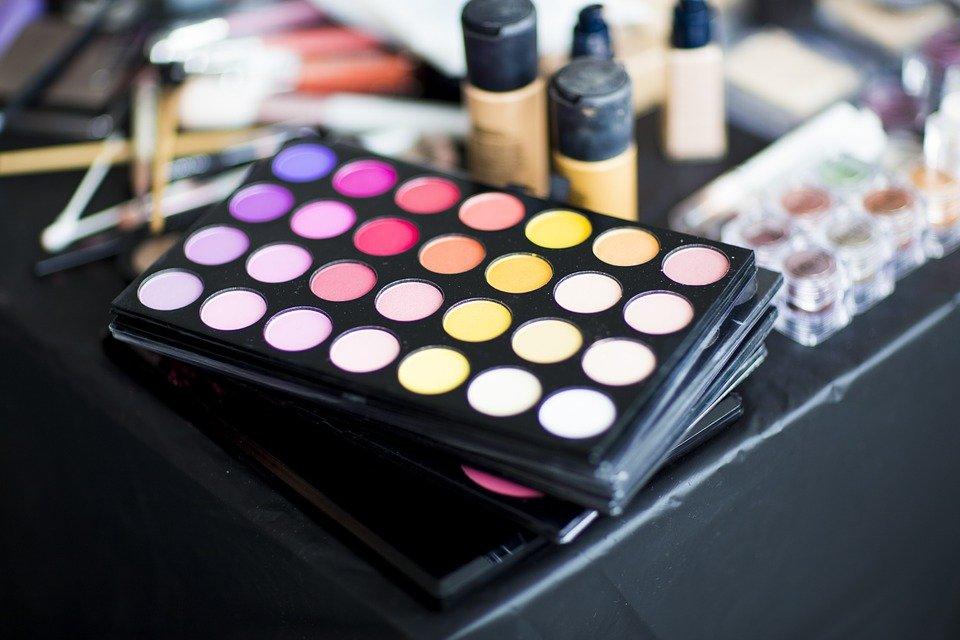 Open a Company for Selling Cosmetics in Dubai